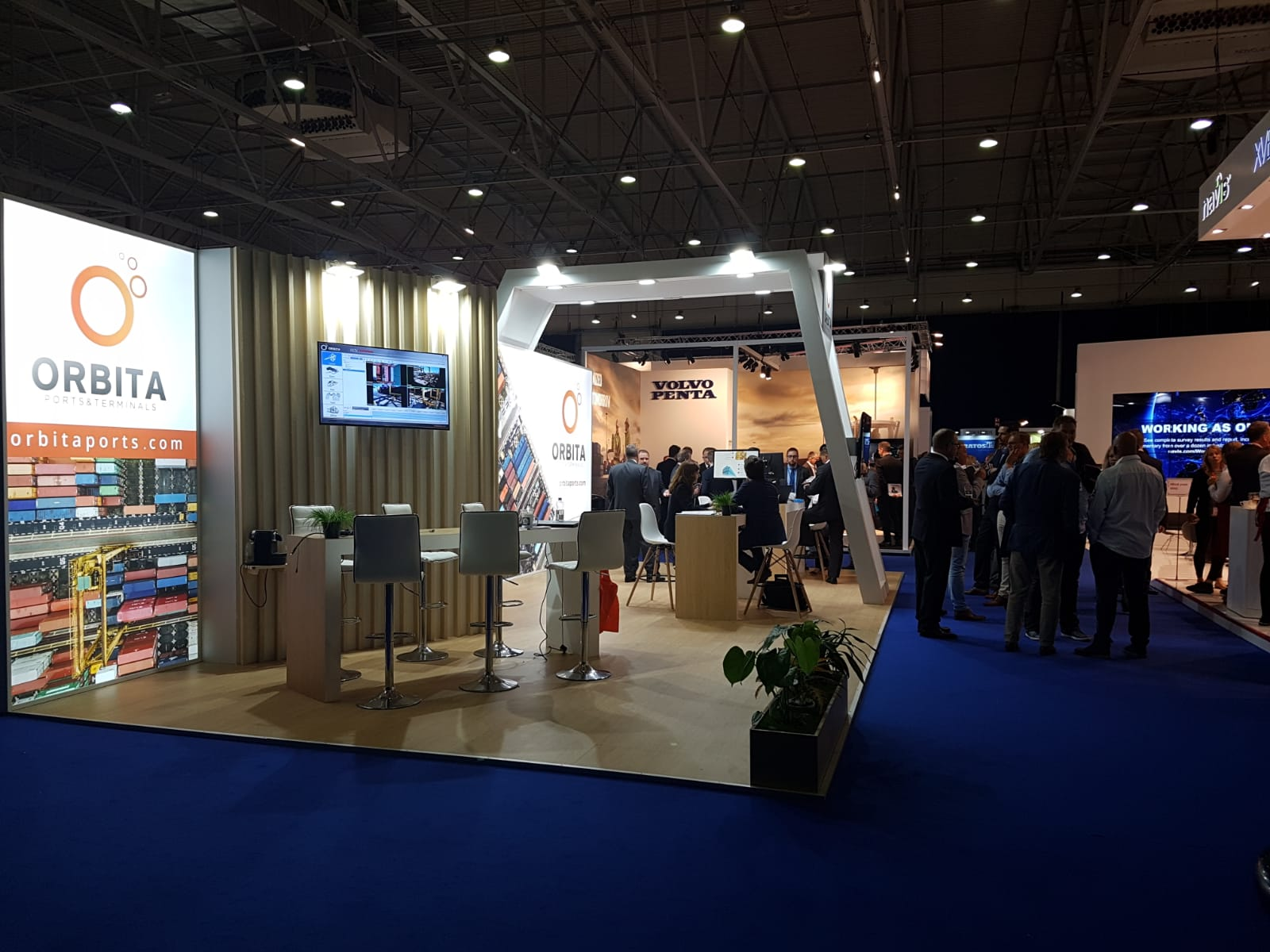 Visitors at the stand TOC Europe 2018